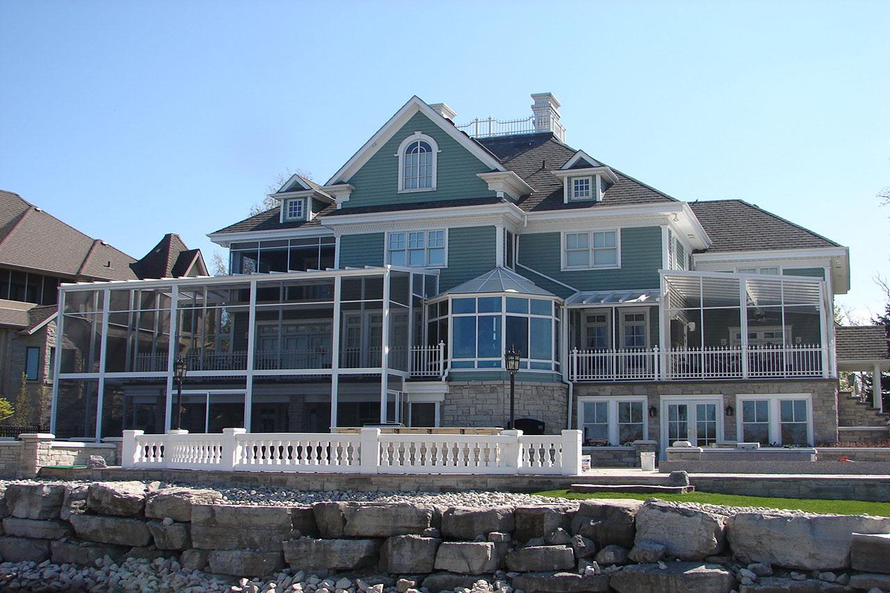 A beautiful furnished porch
